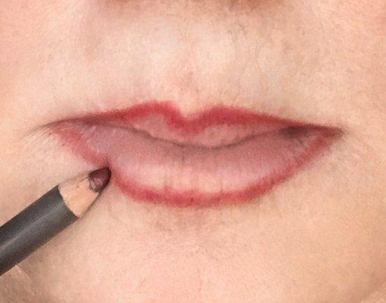 crossdresser makeup procedure for outlining lips